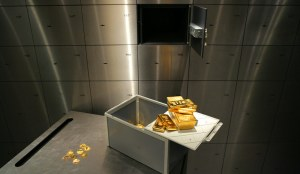 """GERMANY, Munich, pro aurum gold house Munich: 12,5 kg of gold bullion, 1000g gold bullion, 1000g """"Australian Nugget"""" and more gold coins (all 999,9 fineness) with safe deposit box in front of open safe in the vault."""
