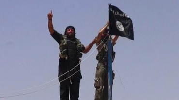 An-image-from-the-jihadist-Twitter-account-Al-Baraka-news-on-June-11-2014-allegedly-shows-militants-from-ISIL-hanging-the-Islamic-Jihad-flag-AFP