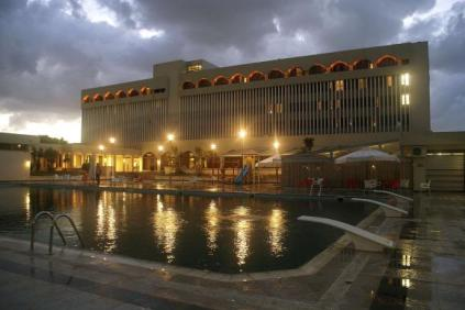 5-звездния хотел Дар 'ал Салам в Торбук, близо до границата с Египет, където марионетното правителство се крие