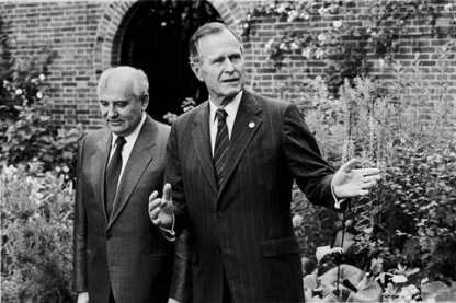 BUSH MEETS GORBACHEV, LONDON, 17TH JULY 1991.